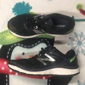 Mens New Balance 860 V8 Sneakers